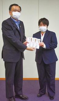 木村会長(右)と落合克宏市長