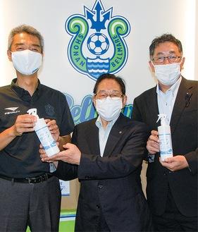 柴田社長(中央)と水谷社長(左)、森県議