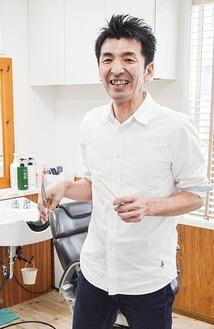 受賞を喜ぶ山田寿久さん