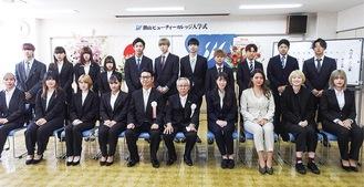 入学式に出席した学生や関係者