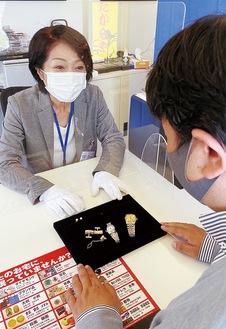 透明の間仕切りを設置するなど感染症予防対策を徹底