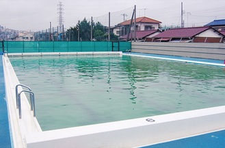 市内小学校のプール