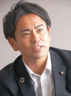 数田俊樹氏/1982年6月生まれ38歳。第55代平塚市議会議長。2011年の市議選で初当選し、現在3期目。前回19年の選挙では5,460票を獲得してトップ当選している。20年は平塚青年会議所の理事長を務めた。御殿在住。
