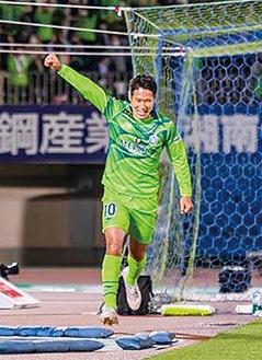 王者川崎フロンターレを追い詰めるゴールを決めた、山田直輝選手