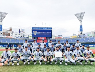 表彰式を終えたチームメンバー(提供写真)