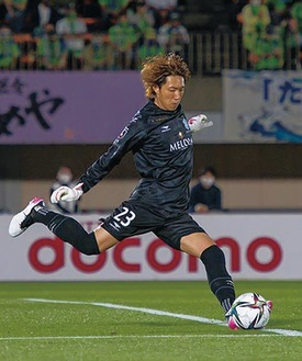 今季リーグ戦初出場を果たしたGK富居大樹をはじめ、守備陣の奮闘が光った