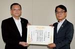 落合市長(左)と片倉協会長