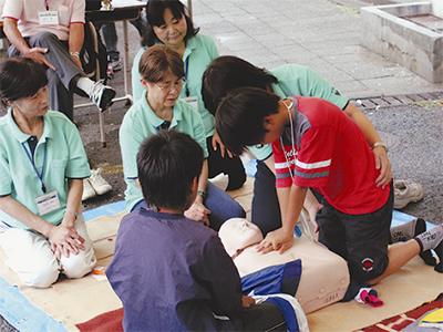 児童300人仕事を体験