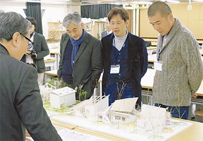 学生の建築デザインを展示
