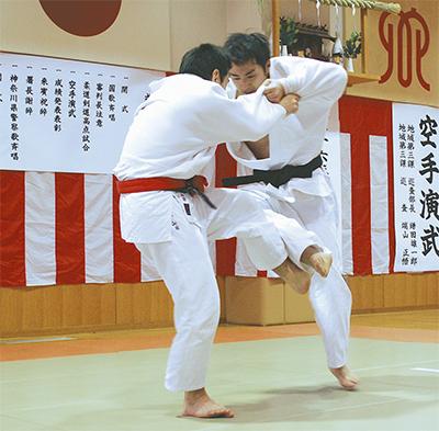 平塚署で武道始式