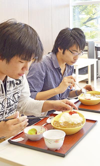 学生に100円朝食