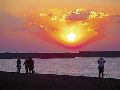 ビーチで眺める初日の出