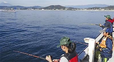 初の秋祭り漁港賑わう