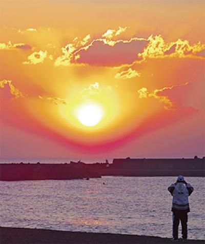 海で望む初日の出