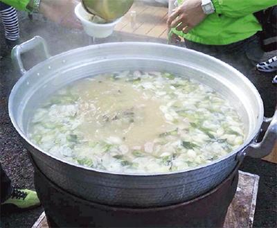 「アツアツ」漁師鍋が復活