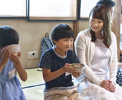 礼儀作法 児童学ぶ