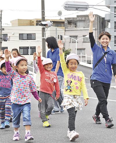 保育園児らが交通安全学ぶ