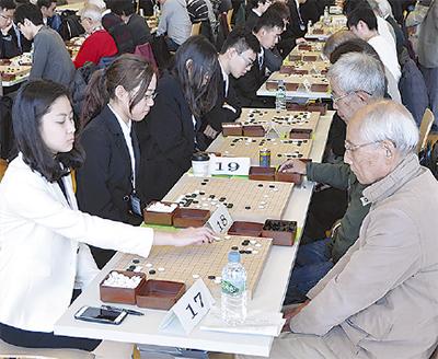 中国大学生と囲碁で親睦