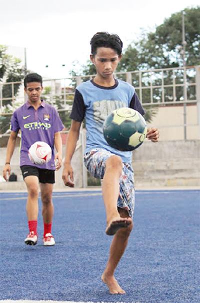 希望のボール フィリピンへ