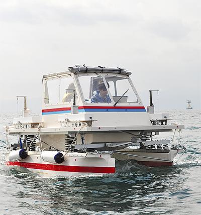 波で発電揺れずに進む船