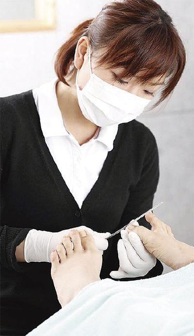 「痛い!」ウオノメや巻き爪足の悩みに専門ケアを提供