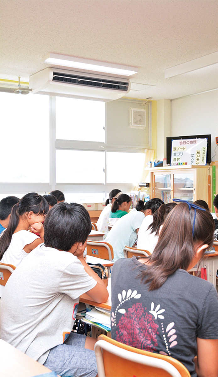 普通教室でエアコン稼働
