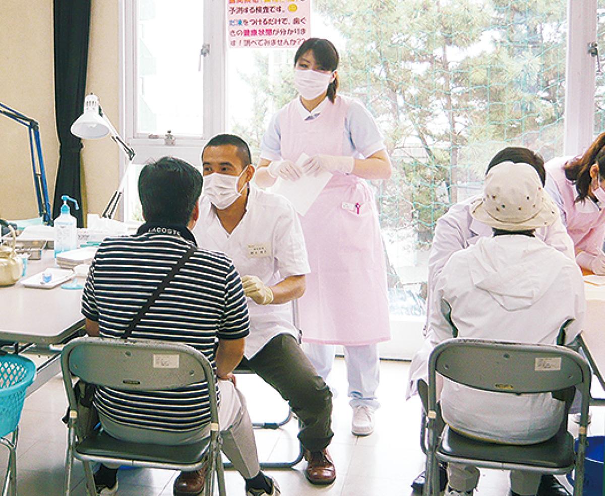 歯科健診に公的補助訪問診療の活用も