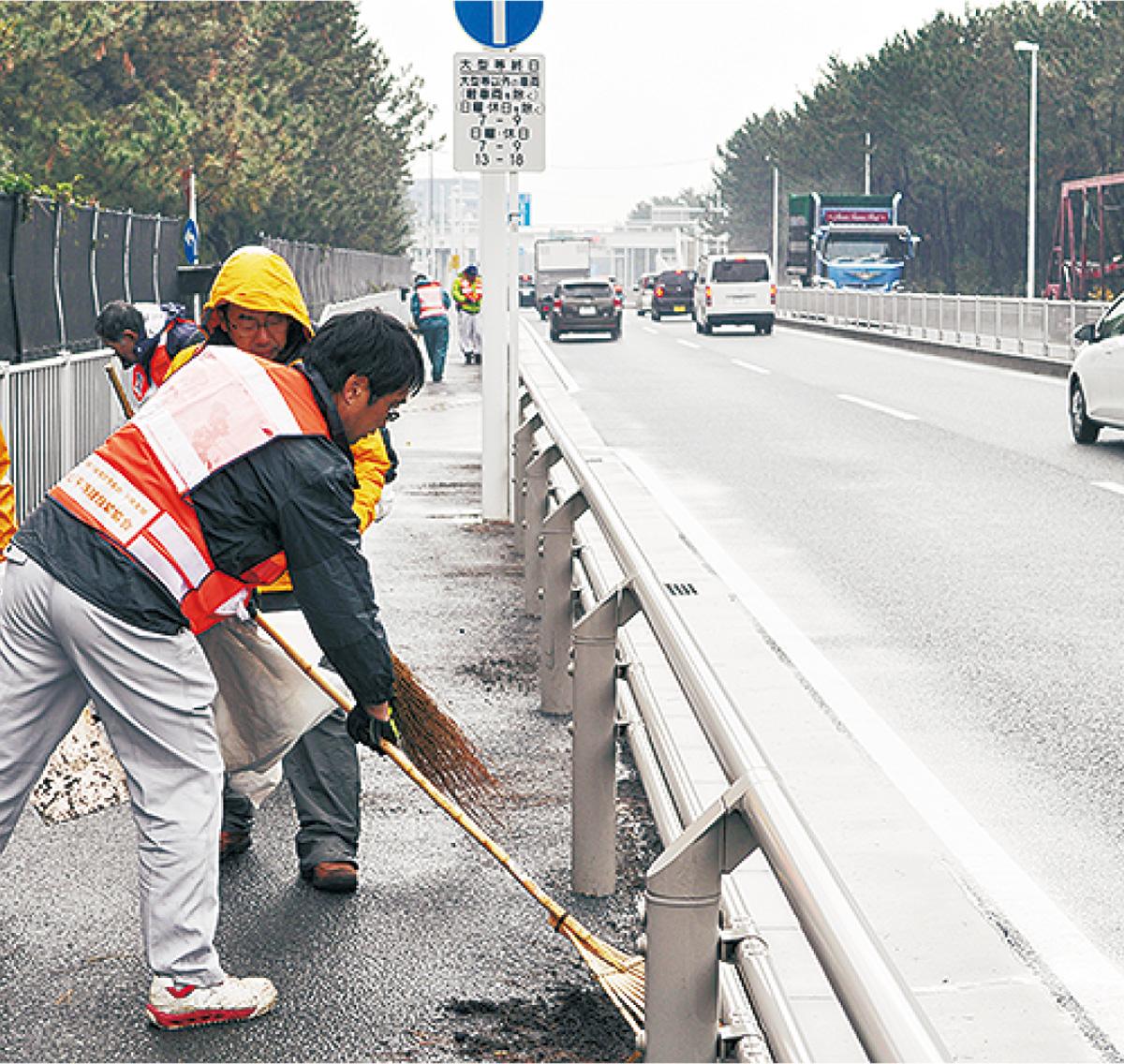 箱根駅伝のコース建設業有志が清掃