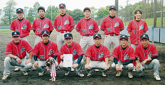 第40回大会で優勝した中井町チームのメンバー