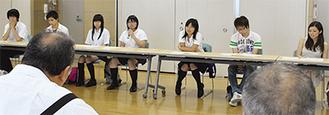 坂本町長らへ、二宮町に対する思いを述べる参加者