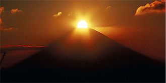 ダイヤモンド富士(写真提供/大磯城山公園)