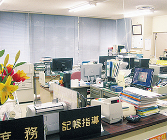 LED照明の事務室