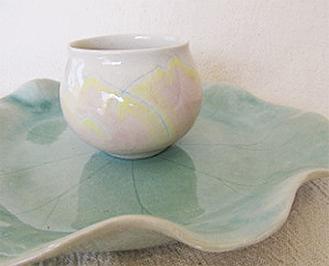 蓮の花の湯飲み茶碗