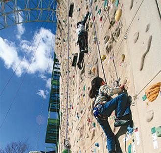 15mの巨大な壁のぼりに挑戦!
