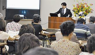 満員の聴衆が集まった講演会