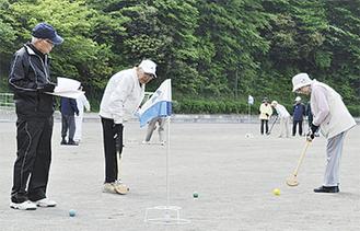 プレーを楽しむ参加者