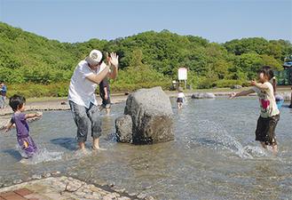 初夏の水遊びは楽しい思い出に