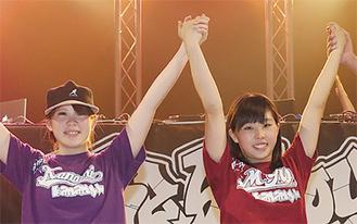 優勝した小泉さんと桑原さん(右)
