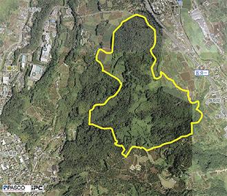 中井町南部のメガソーラー事業予定地。線で囲まれた候補地約32ヘクタールのうちの約14ヘクタールに発電施設を作る計画(写真提供/県)