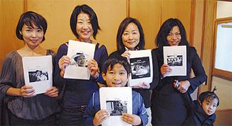 企画した上村さん(左)と、力を合わせてカレンダーを製作した友人たち