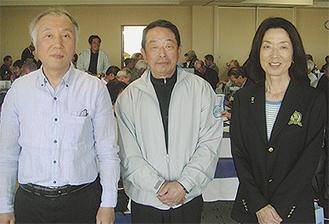 春季大会で優勝した森永さん(左)、松本さん(中央)、千葉さん(右)