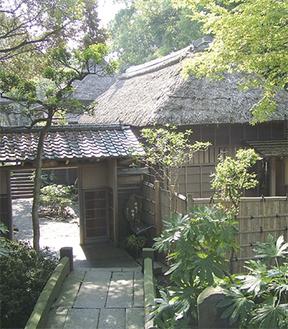 日本三大俳諧道場のひとつとして知られる大磯町の鴫立庵