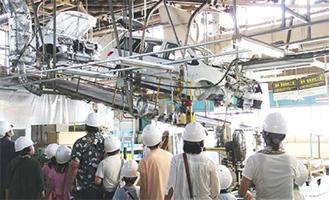 自動車工場の製造ライン