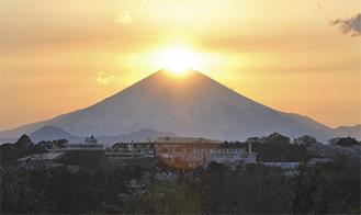昨年春のダイヤモンド富士(大磯町で撮影)