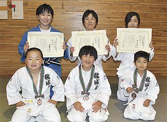 左から佐藤さん、中島さん、井上さん親子