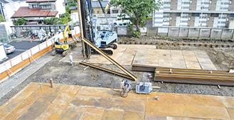 アスファルトが剥がされた新庁舎の建設地