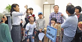 動画を撮影する川森さん(写真左から2番目)と出演者