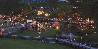 昨年の竹灯篭の夕べの様子