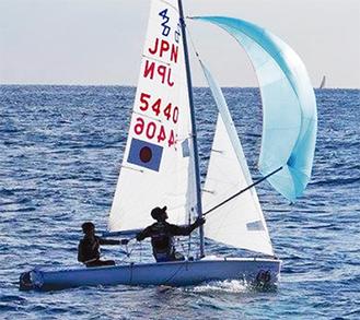 420級のヨットを走らせる金子選手のペア(写真提供/金子さん)