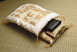 敷・掛け布団と枕がセットになった財布布団=仲手川さん提供